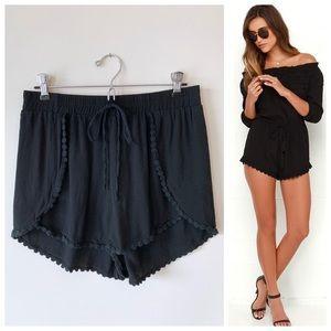 🌸 Black Elastic Waist Shorts w Scallop Lace Trim